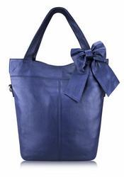Продаётся синяя кожаная сумка с бантом